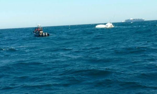 10 rescued after fishing boat sinks_374934
