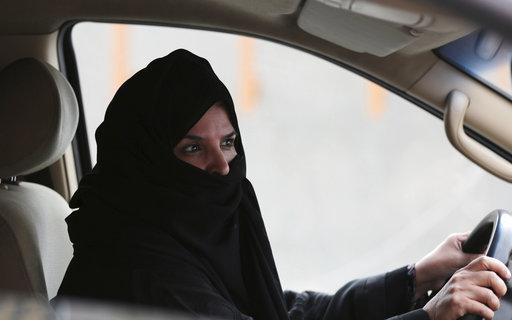 Saudi Arabia Women Driving_417366