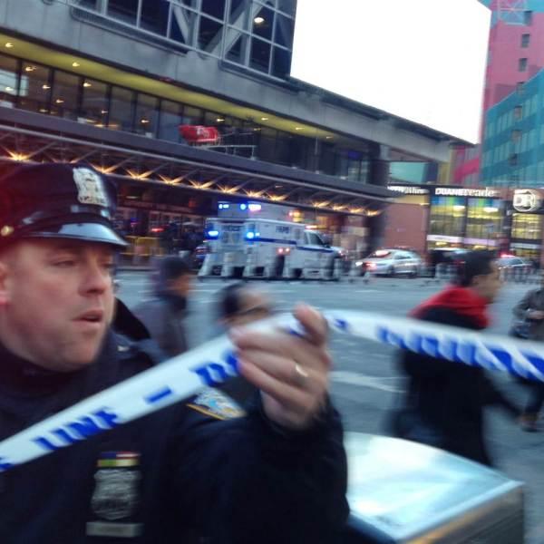 171211-nyc-police-explosion-njs-821a_07e8d081c23a0ee1984efde02e285024.nbcnews-ux-2880-1000_458815