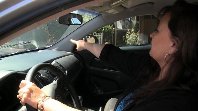 Woman ticketed for honking horn at police car_492791