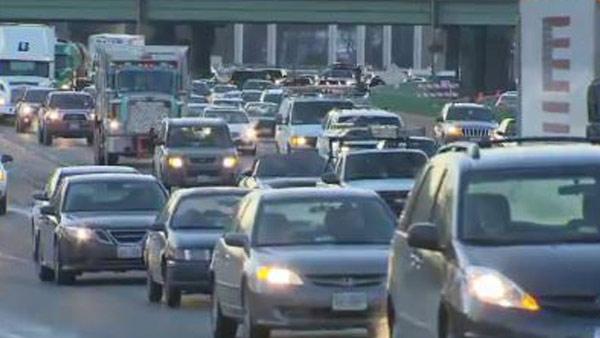 cnn-cars-headlights-traffic_463137