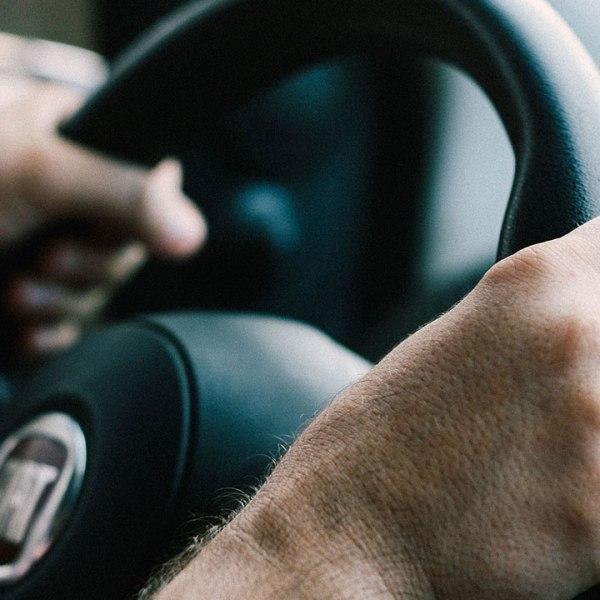 steering-wheel-driving-driver-traffic-generic_375865