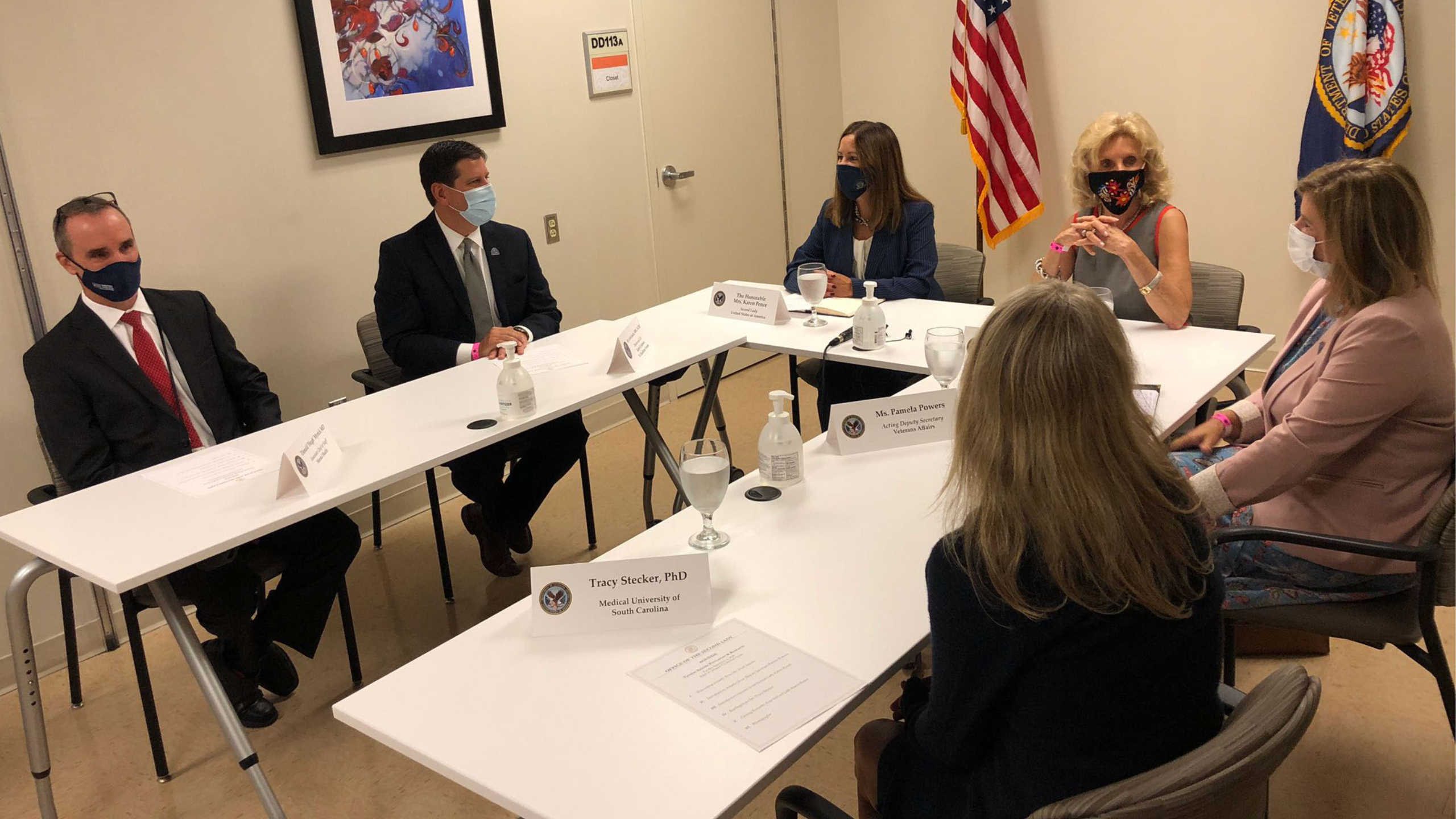 Second Lady Karen Pence Participates In Roundtable Discussion On Veteran Suicide Prevention Efforts Wcbd News 2